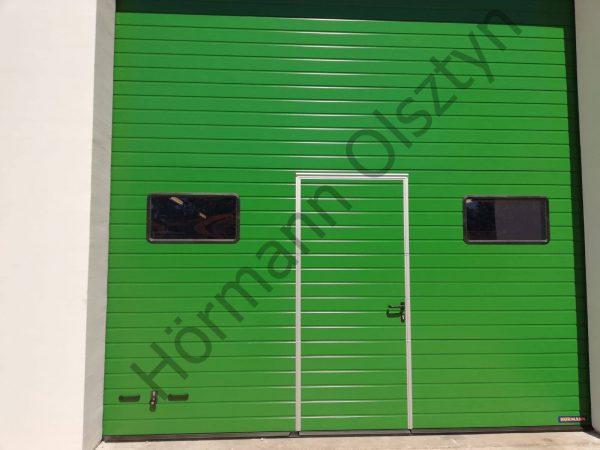 Montaż bramy przemysłowej SPUF 42 z drzwiami przejściowymi w kolorze RAL 6002