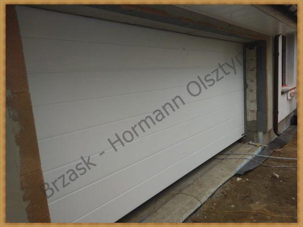 Brama segmentowa Hormann kolor biały przetłoczenie M