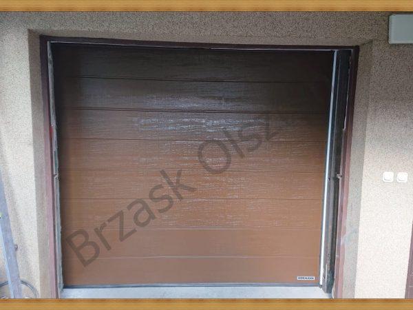 Brama segmentowa z przetłoczeniem M - Kolor brązowy