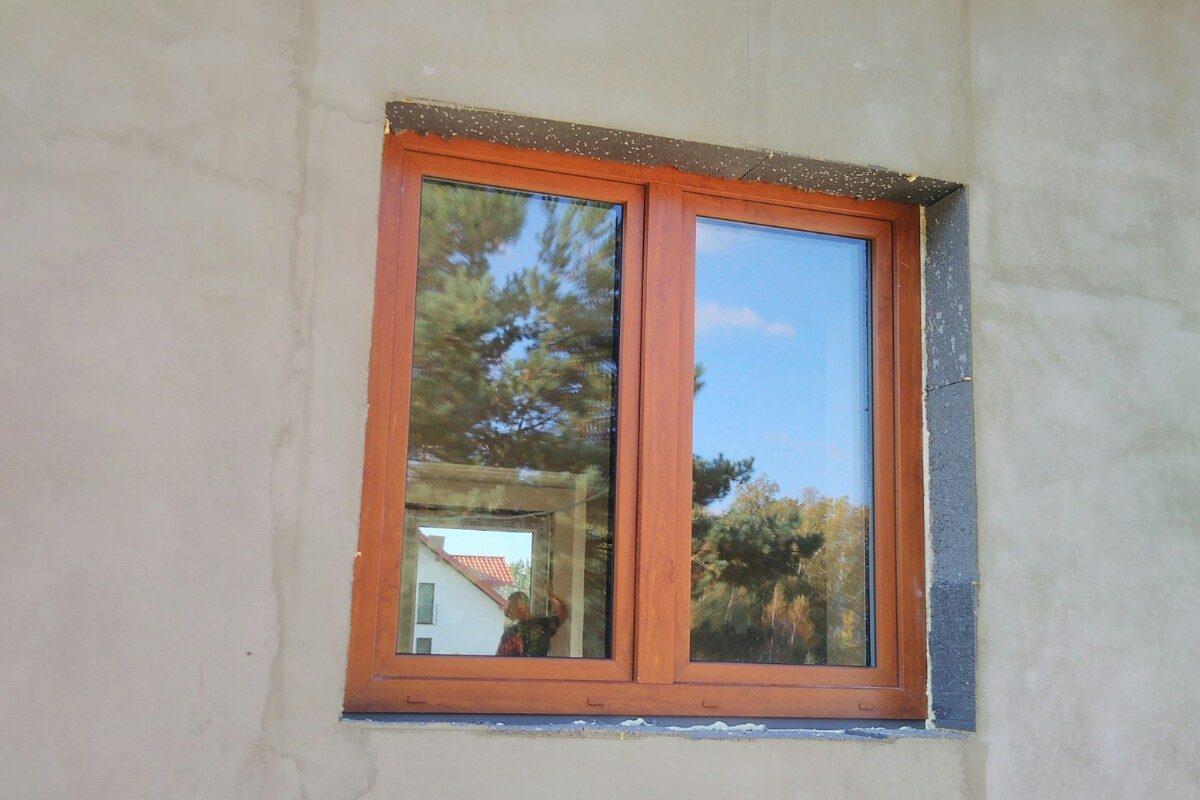 Okno w kolorze złoty dąb