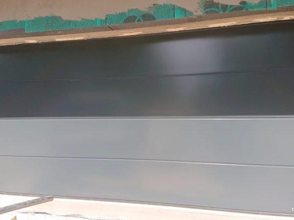 Brama segmentowa w kolorze antracytowym