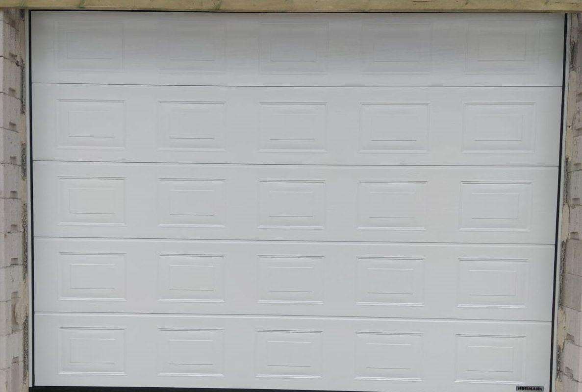 Brama-segmentowa-kasetony-kolor.biały
