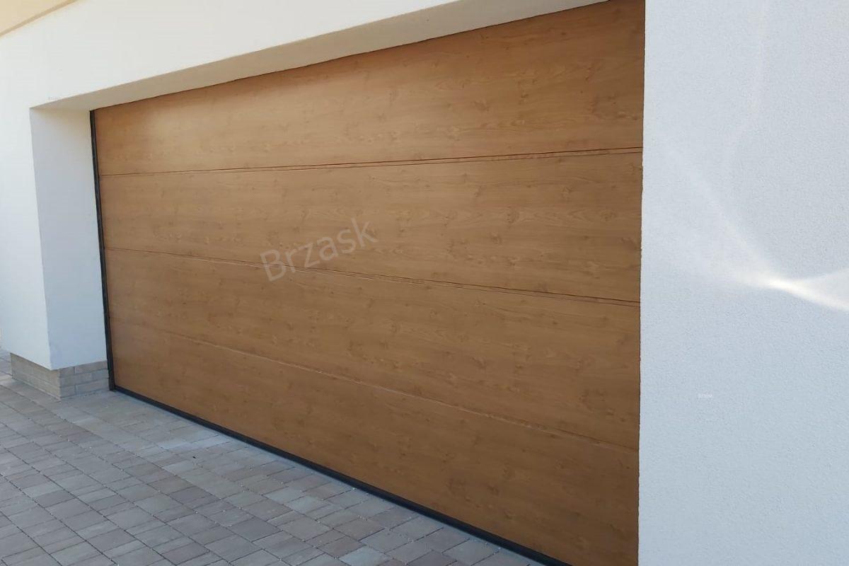 Brama-segmentowa-przetłoczenie-L-okleina-Decograin-Winchester-1200x800